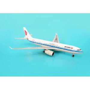 Phoenix Air China A330 200 1/400 REG#B 6080: Toys & Games