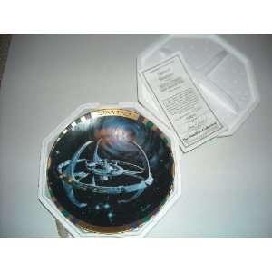 Star Trek Deep Space Nine Space Station Collector Plate