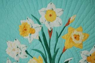 OUTSTANDING Vintage Green & Yellow Daffodil Applique Hand Stitched