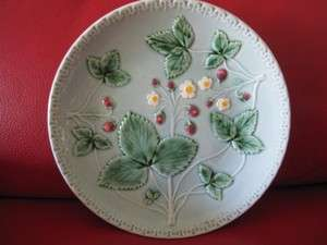 ANTIQUE MAJOLICA PLATE STRAWBERRIES BERRIES & FLOWERS OLD GERMANY 8.5